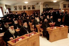 Στον Αρχιεπίσκοπο ανατίθεται ο χειρισμός του ουκρανικού