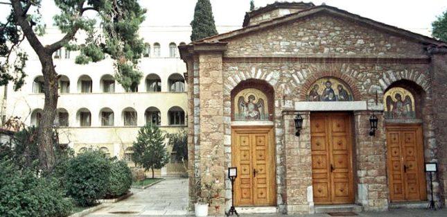 Ιερά Σύνοδος: Ανοιχτές εκκλησίες με απαραίτητα μέτρα