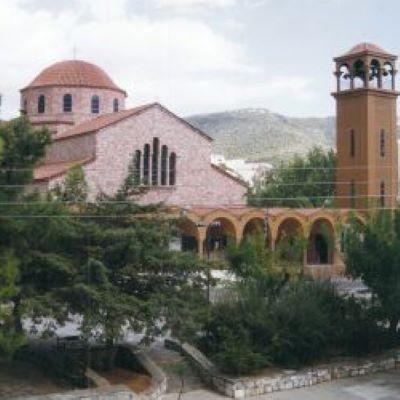 Να αξιοποιηθούν οι υπαίθριοι χώροι γύρω από τις εκκλησίες